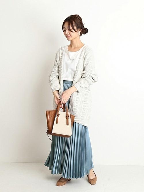 青スカート おしゃれコーデ 冬