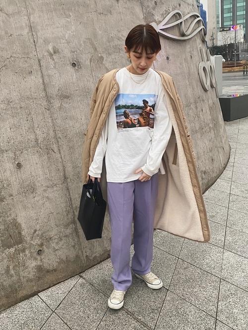 プリントTシャツ×タックパンツ