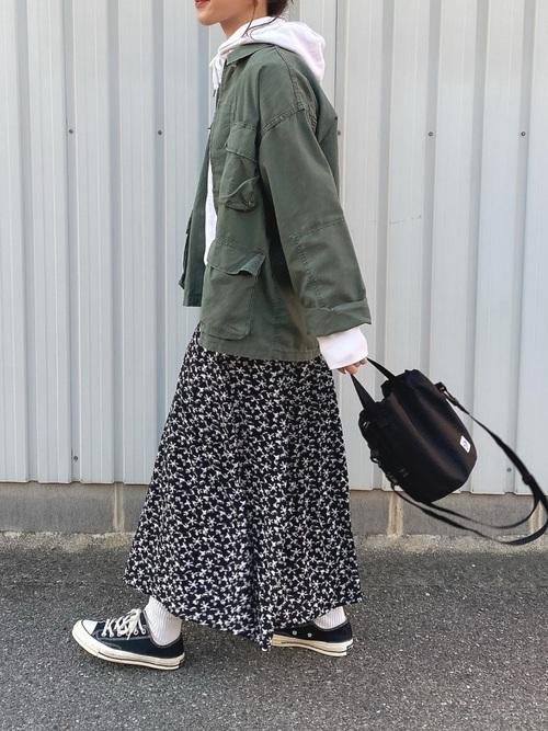 スニーカー×スカートの秋コーデ19