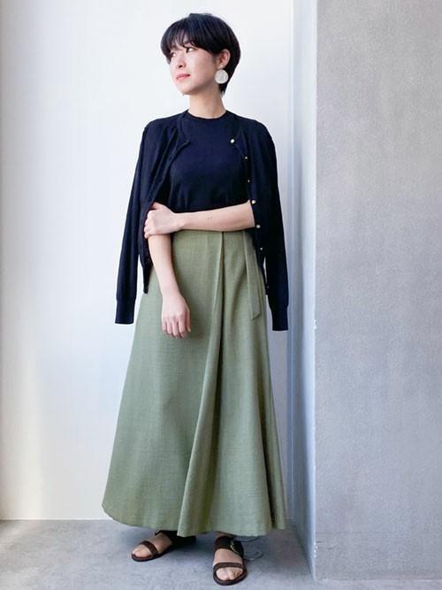 控えめなフレアが可愛いマキシ丈スカート