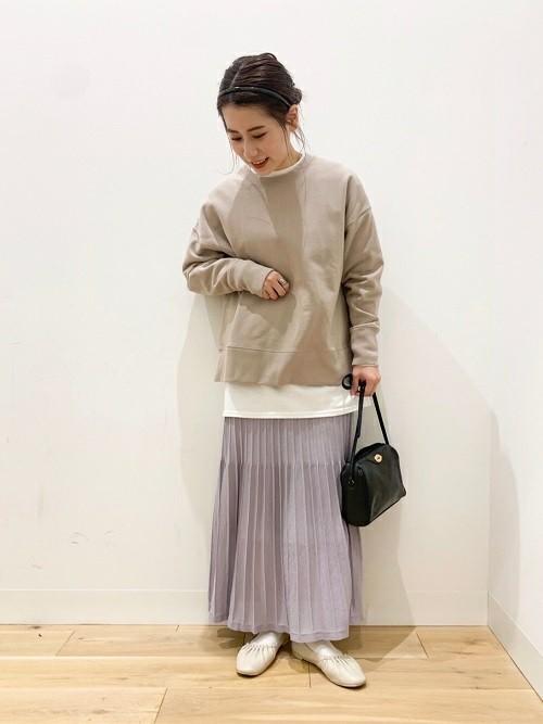 スウェットシャツ×プリーツスカート
