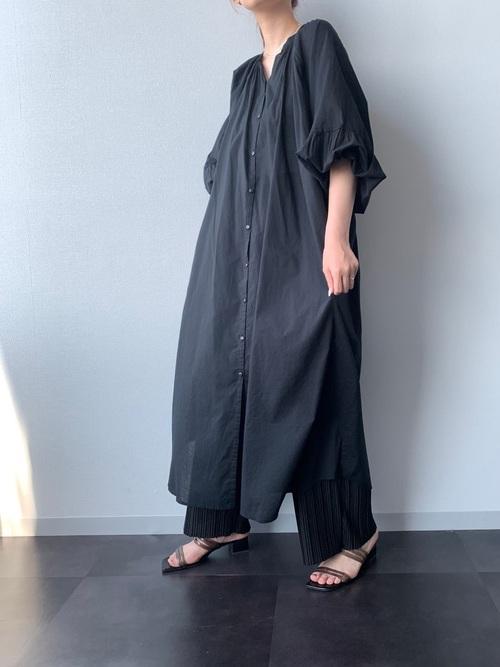 ワンピース+パンツ全身黒コーデ
