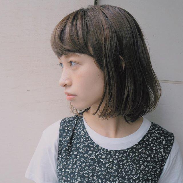 重め前髪でナチュラルボブスタイル