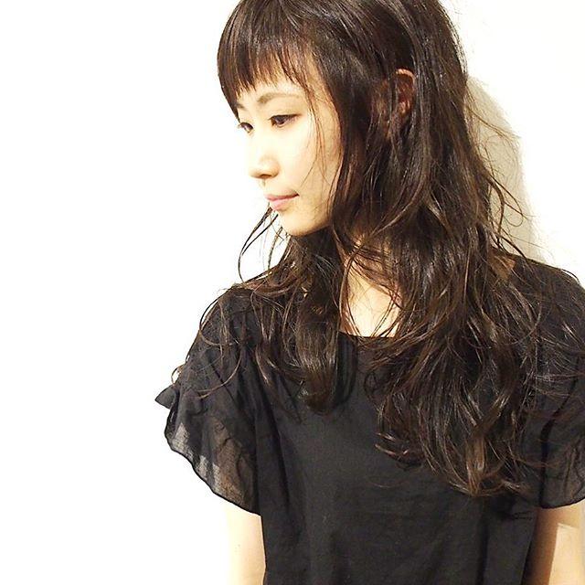 丸顔さん向けロング×パーマの髪型【前髪あり】3