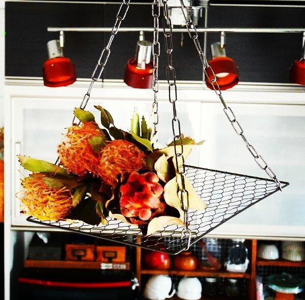 【天井】吊るす収納に使える小物やアイデア