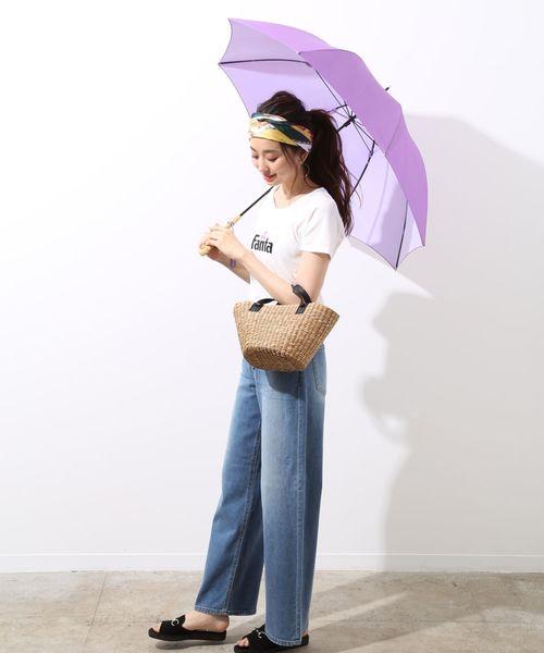 Tシャツ×デニムパンツの雨の日ファッション