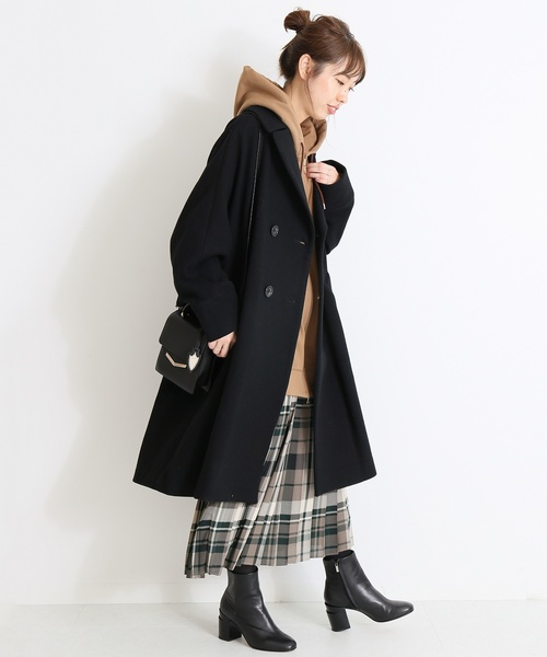 チェック柄スカートでカジュアルな服装