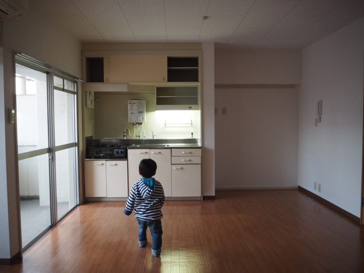 キッチン扉にシートを貼る
