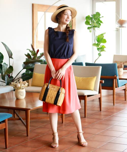 カラースカート×カンカン帽で夏感満載