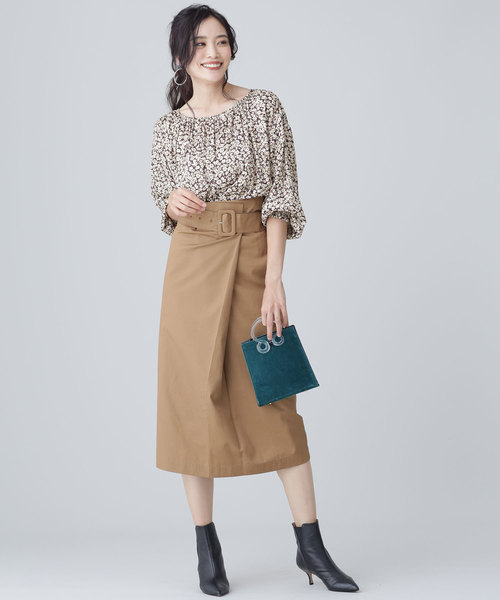七分袖丈ブラウス×ベルト付きタイトスカート