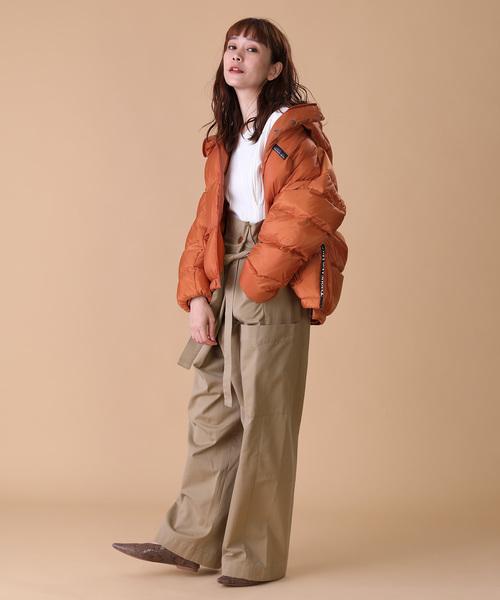 ジップダウン×パンツの服装