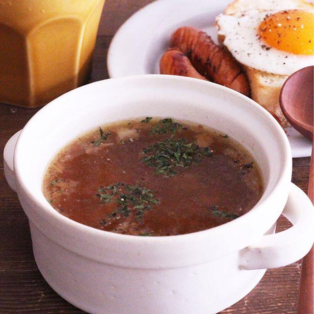 簡単なおもてなし料理に!人気のオニオンスープ