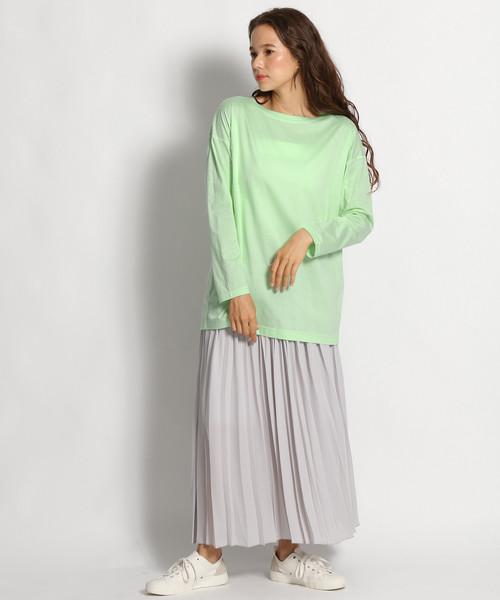 緑長袖Tシャツ+プリーツスカートの春コーデ