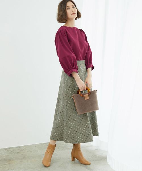 ボリューム袖ブラウス×チェック柄スカート