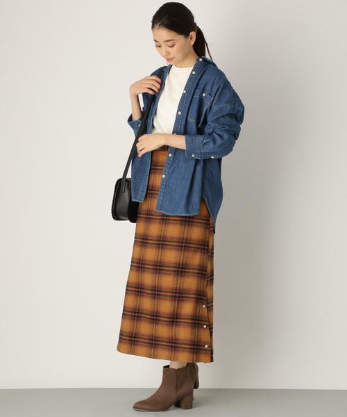 サイドボタンスカートの秋コーデ