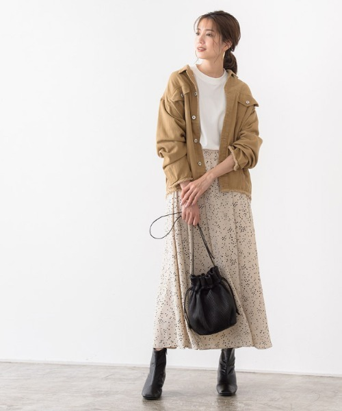 ツイルジャケット×スカートの服装