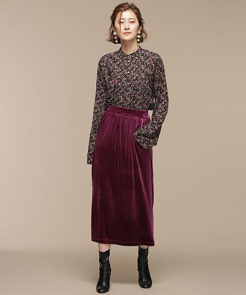 スタンドカラーブラウス×ベロアスカート