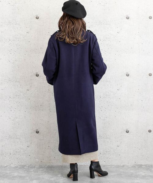 バックスリットコート×ワンピの服装