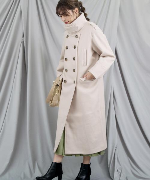 スタンドカラーコート×スカートの服装
