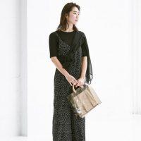夏の黒サロペットコーデ【2020】大人女性に似合うおしゃれな着こなし♪