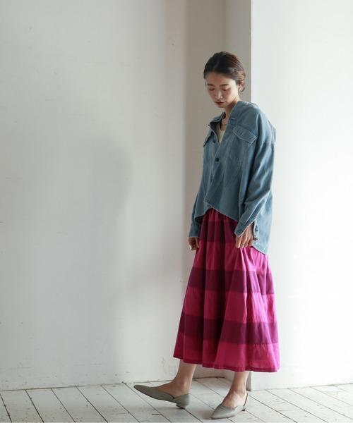 デニムシャツ×ボーダー柄スカートの秋コーデ