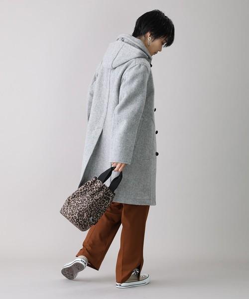 ロングコート×パンツの服装