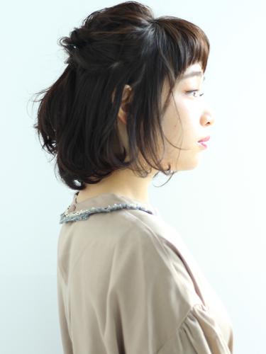 やりすぎないヘアアレンジの面長×黒髪の髪型
