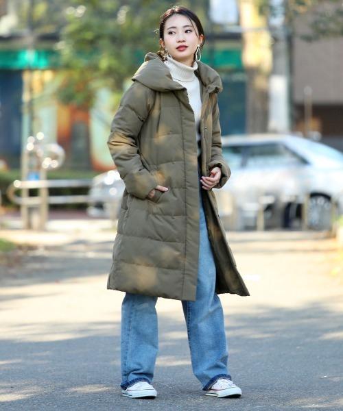 ロングダウンコート×パンツの服装