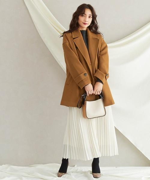 ショート丈コート×スカートの服装