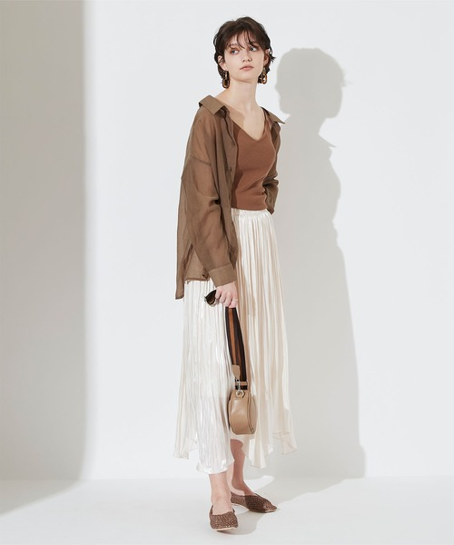 バックスリットシアーシャツ×プリーツスカート