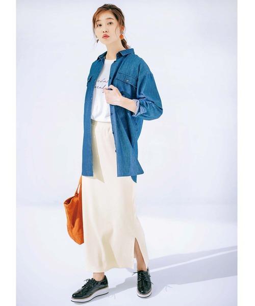 白タイトスカート×デニムシャツの秋コーデ
