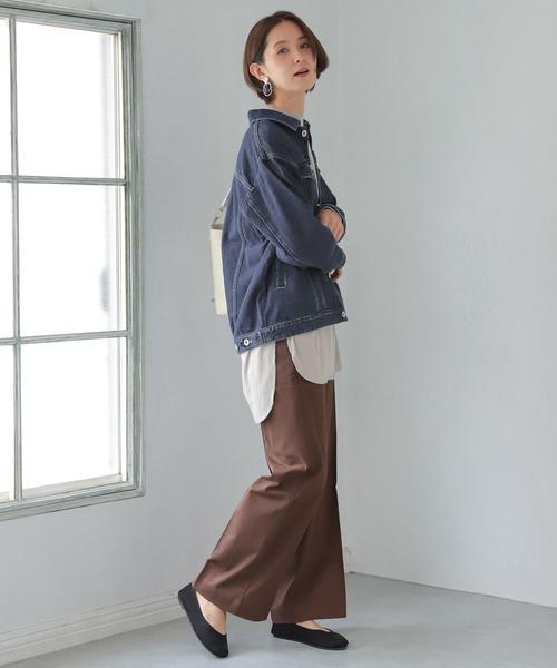 ワイドパンツの服装