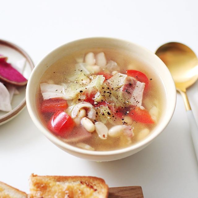 朝食のメニューに!ベーコンの豆野菜スープ
