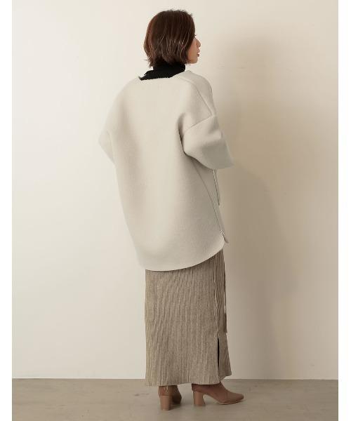ミドルコート×スカートの服装