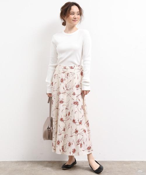 長袖カットソー×フロントボタンスカート