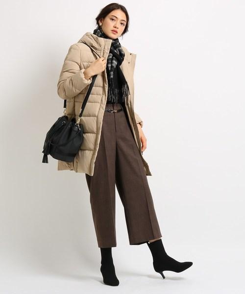 ダウンコート×パンツの服装