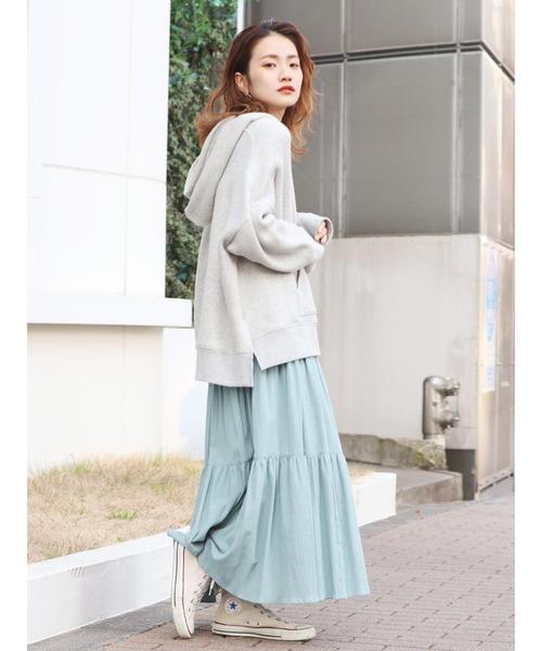 緑ティアードスカート×パーカーの秋コーデ