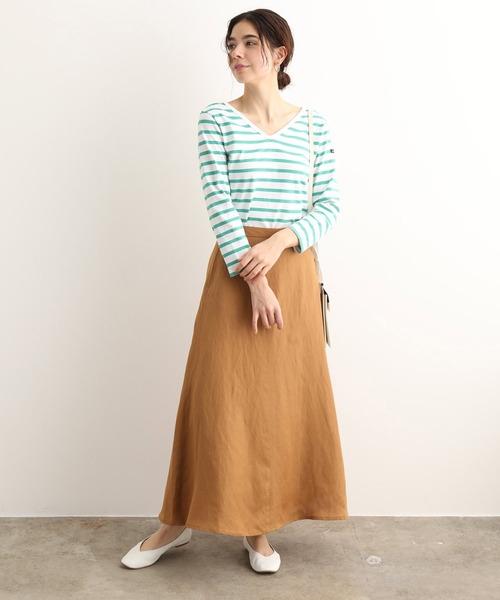 緑ボーダーTシャツ+キャメルスカートの秋コーデ