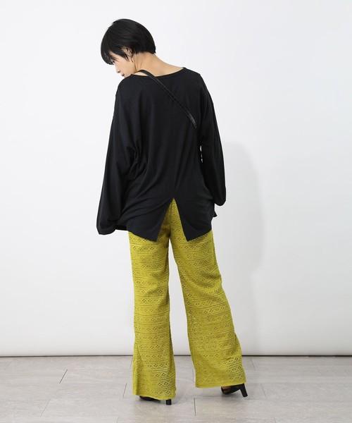 長袖Tシャツ×黄緑パンツの秋コーデ