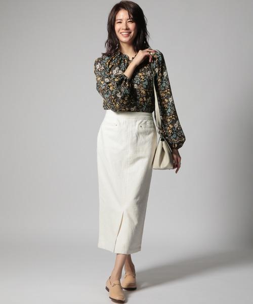 白タイトスカート×花柄ブラウスの秋コーデ