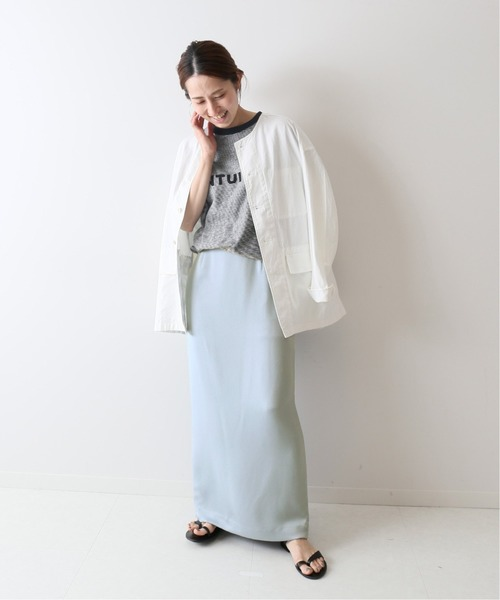 マキシスカート×Tシャツ×白シャツコーデ