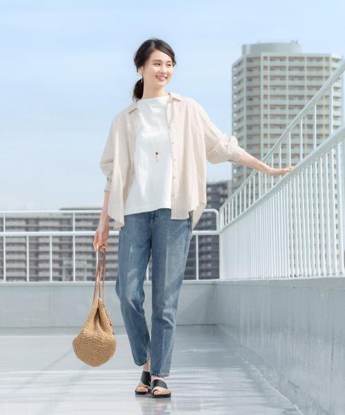大きめ白Tシャツ×ストレートデニム