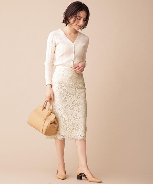 白タイトスカート×白カーディガンの秋コーデ