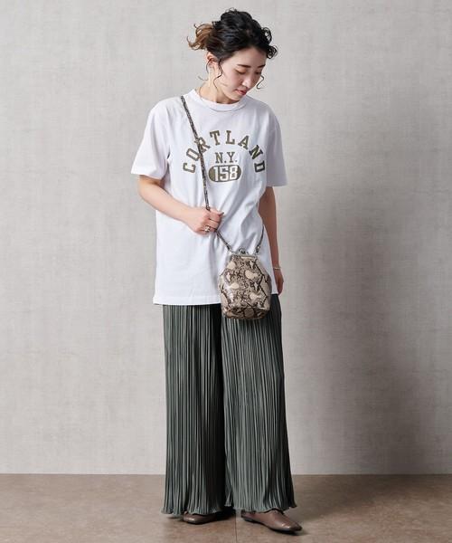 ホワイトTシャツ×プリーツワイドパンツ