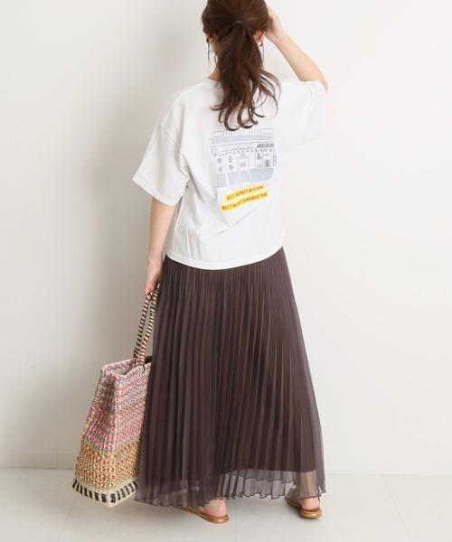 プリントTシャツ×プリーツスカート