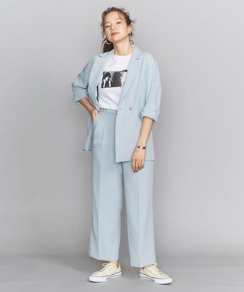 Tシャツ×ブルーのセットアップの秋コーデ