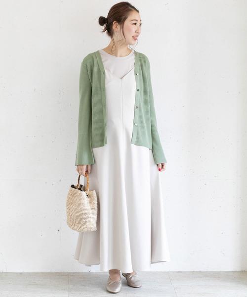 グリーン×白のフェミニンコーデ