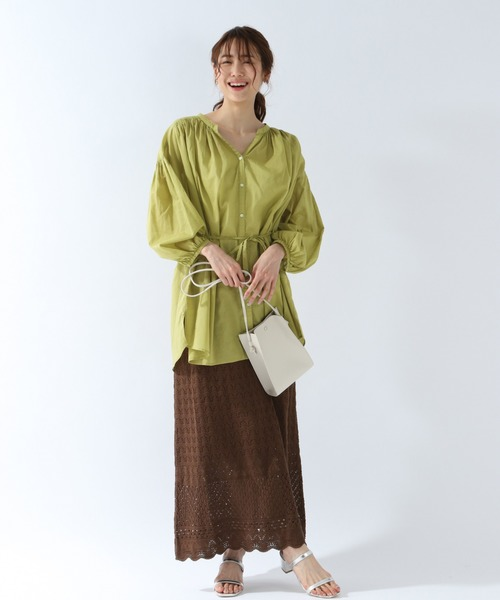 トレンドの茶色透かし編みタイトスカートコーデ