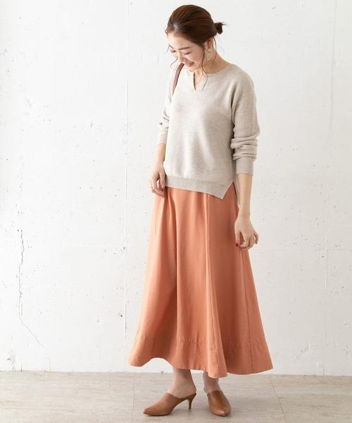スキッパーニット×スカートの服装