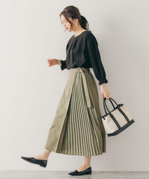 プリーツ切り替えスカートの服装